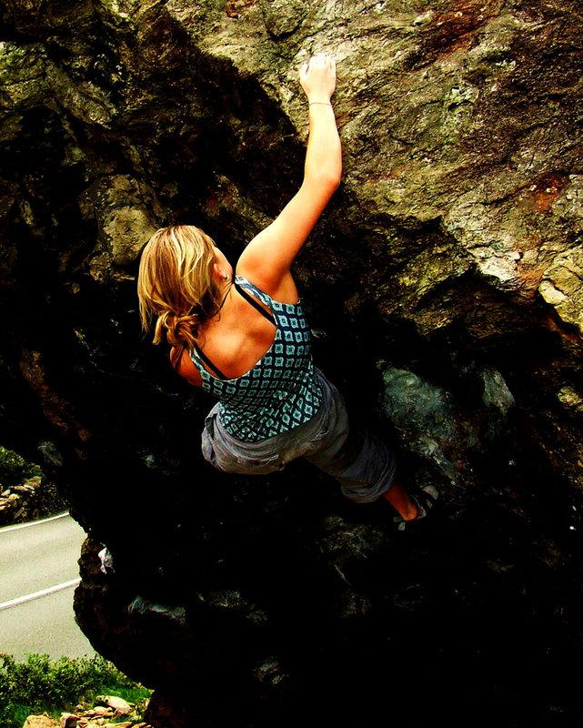 Shauna Coxsey climbing Jerry's Roof, Llanberis Pass, 164 kb