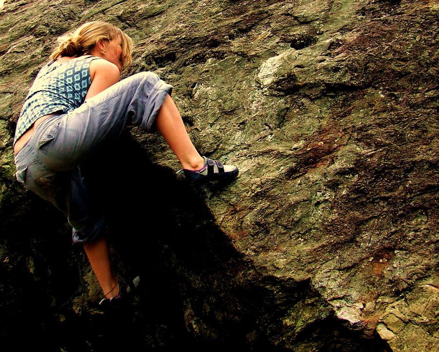 Shauna Coxsey climbing Jerry's Roof, Llanberis Pass, 231 kb