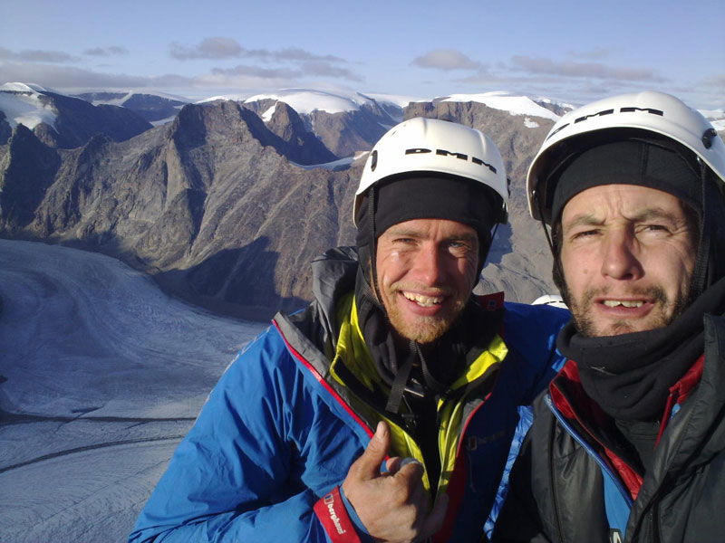 Leo Houlding and Jason Pickles on the summit of Mount Asgard, 97 kb