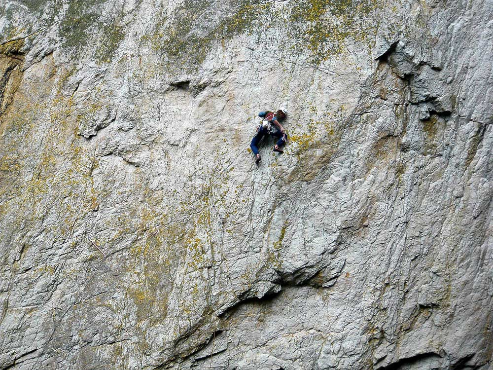 George Ullrich about to commit to the run-out crux section of The Bells The Bells, Gogarth, 245 kb