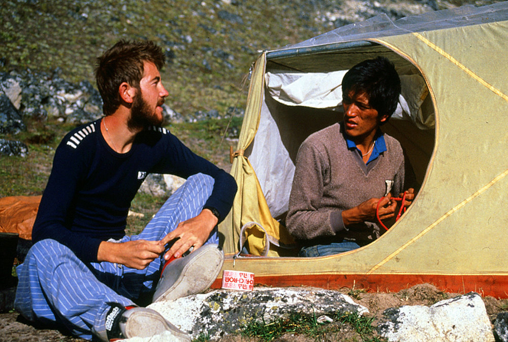 Young Alpinist Andy Cave chatting to Kami Nuru Sherpa , Nepal, 1987., 221 kb