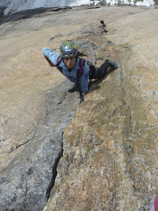 Silvia finding her way free on the pitch 3 of the belgarian, 211 kb