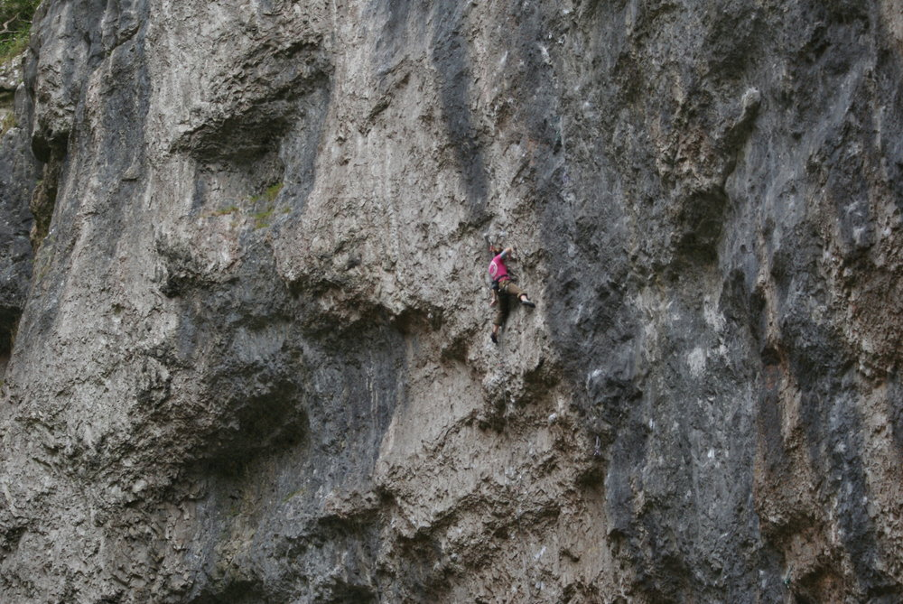 Ruth Smitton Redpointing Supercool (F8a+), 197 kb