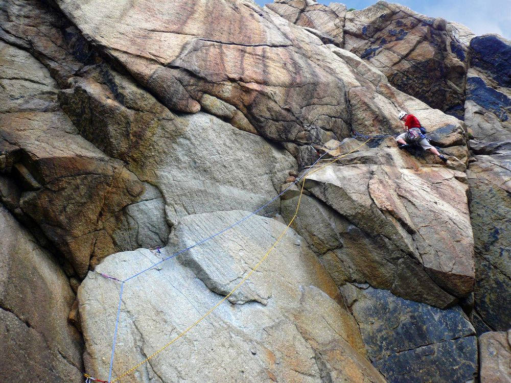 On the initial pitch of String of Pearls, the Bosigran girdle traverse., 204 kb