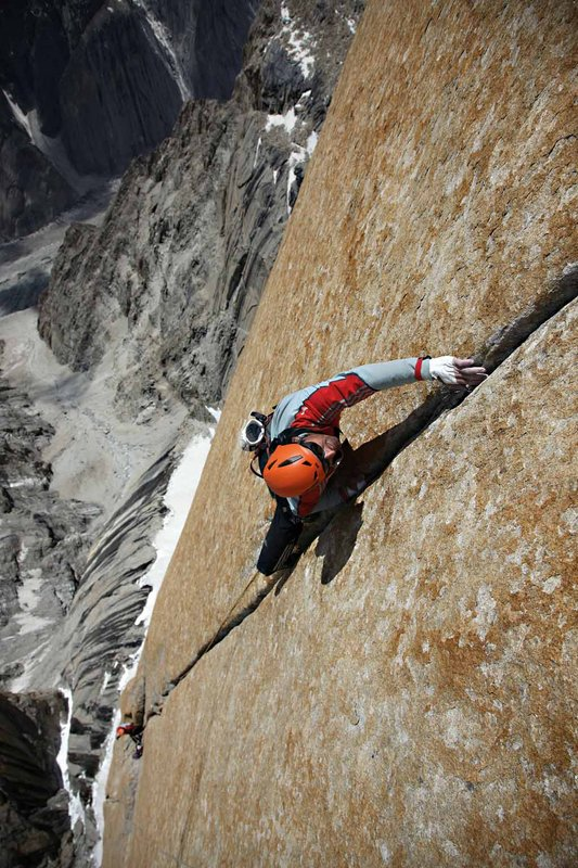 Alexander climbing the perfect hand-jam-crack of the fifth pitch (5.10c)., 131 kb