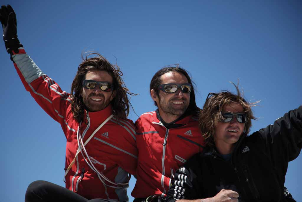 We are on the top! Thomas, Alexander and Mario on the summit of Nameless Tower., 54 kb