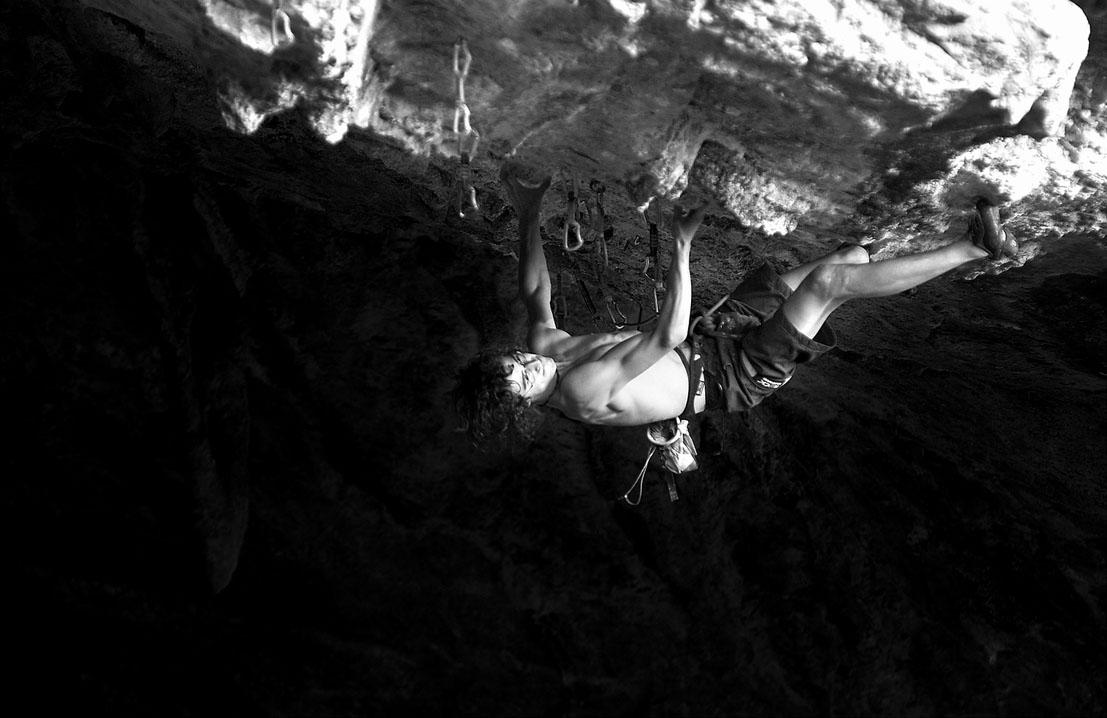 Adam Ondra on his new F9a+/b Marina Superstar on Sardinia, 116 kb