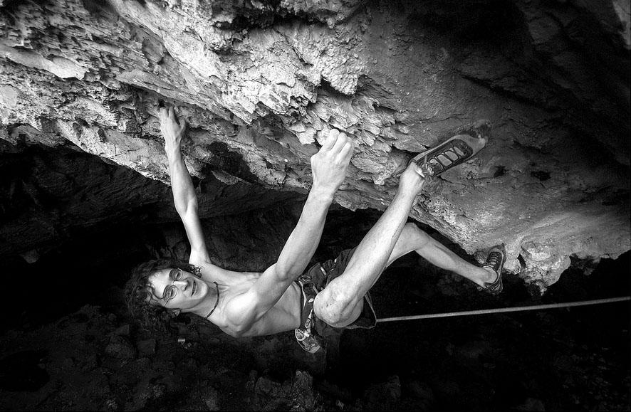 Adam Ondra on his new F9a+/b Marina Superstar on Sardinia, 145 kb