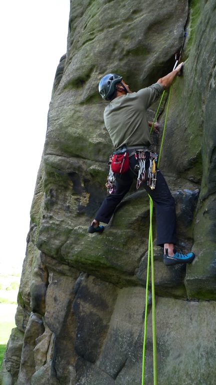 Testing the Ultralite Curves on Overhanging Grooves at Almscliff, 102 kb