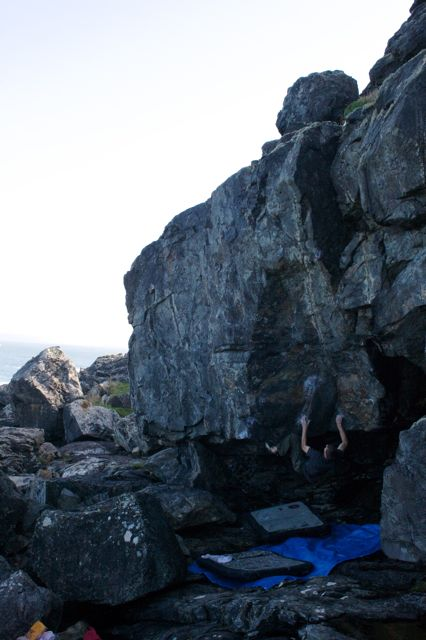Mike Adams, 1st ascent, Groove is in the Heart, Font 8A+. Coldgy Point. St Ives Cornwall, 42 kb