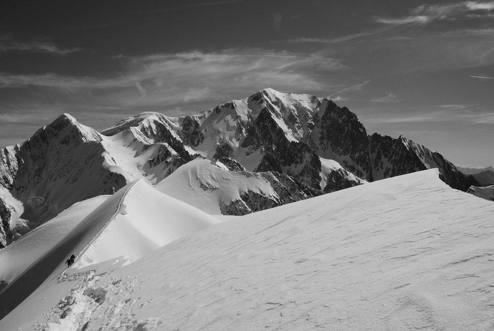 Climbers on the Domes de Miage, 99 kb