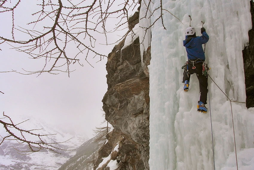 Jon Griffith wearing the Exum pants on Sentinel Ice (WI5), 112 kb