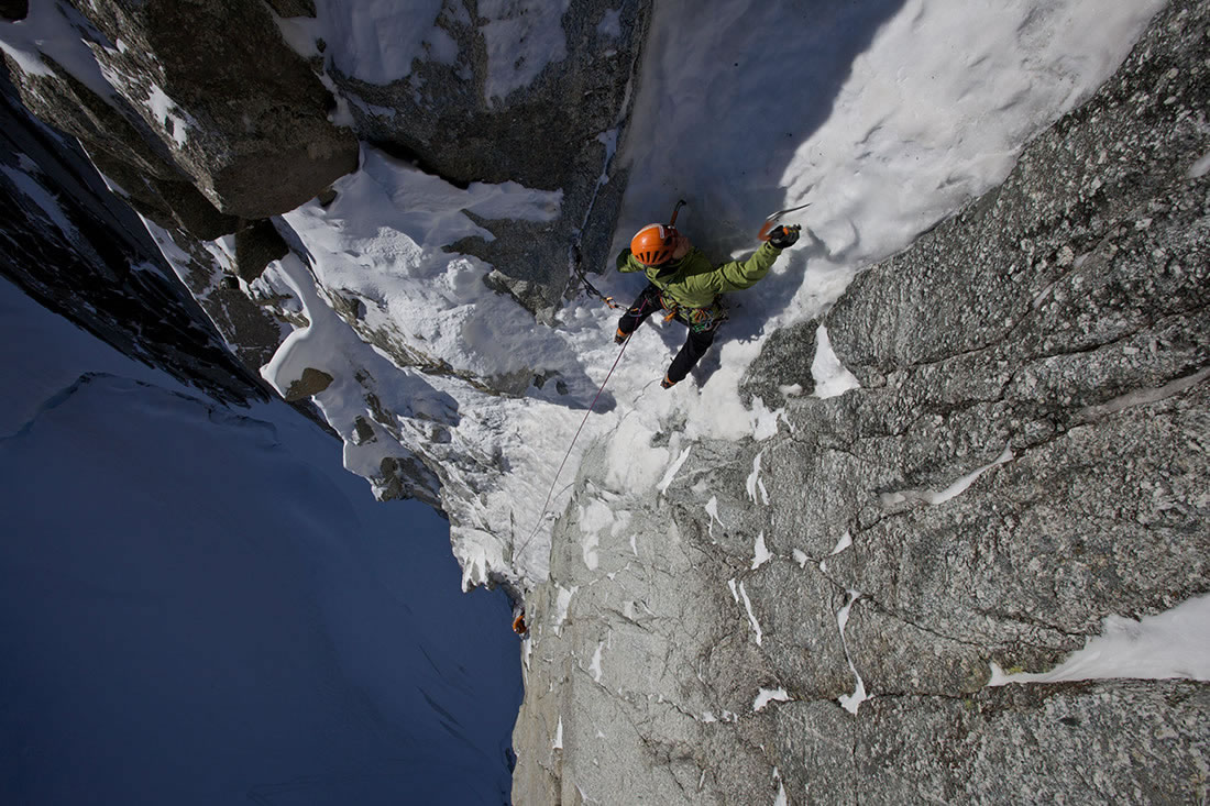 Ueli Steck approaching the M6 pitch of the Supercouloir, Tacul, 226 kb