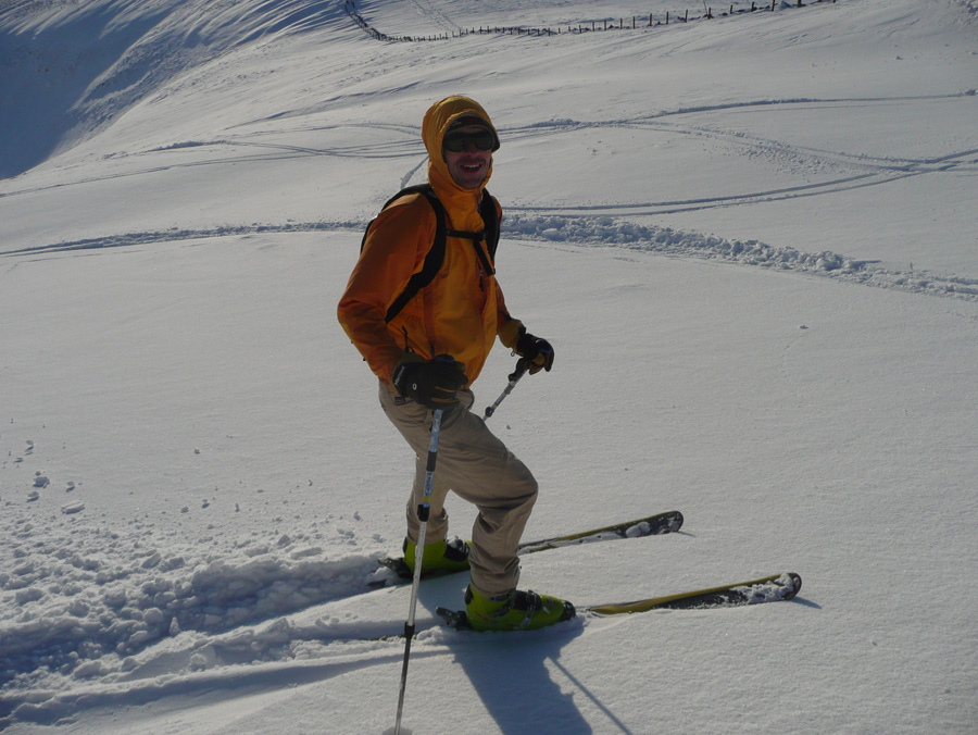 Amazing Ski conditions in Scotland, Viv testing the Work Gloves in the white stuff., 210 kb