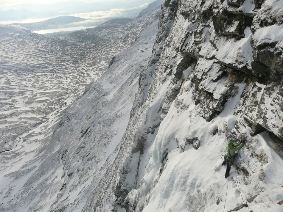Skyscaper Buttress with climbers on Gamma Gully in the background, 195 kb