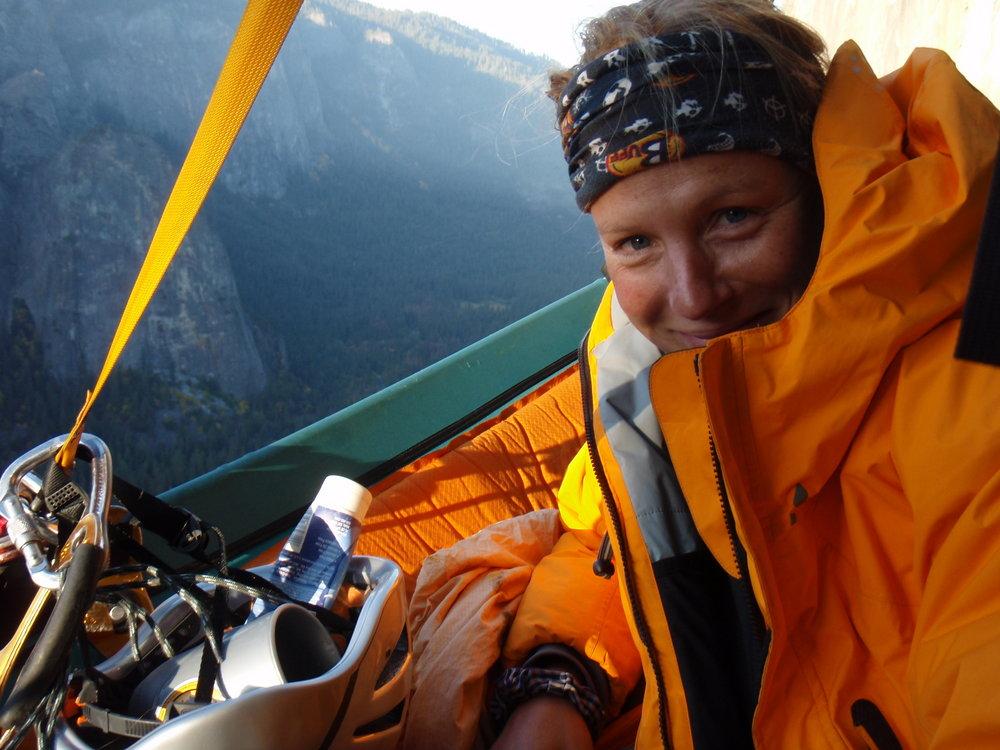 Karen Darke: Continues climbing despite near-fatal fall, 140 kb