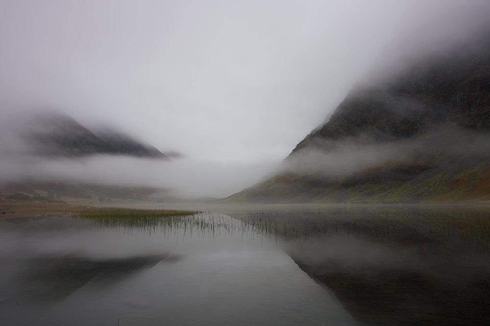 Loch Achtriochtan in Glencoe and Aonach Eagach Ridge shrouded in Autumn mist., 43 kb