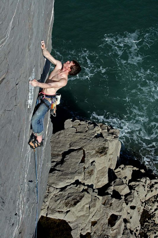 Stephen Horne climbing at The Castle, Pembroke, 126 kb