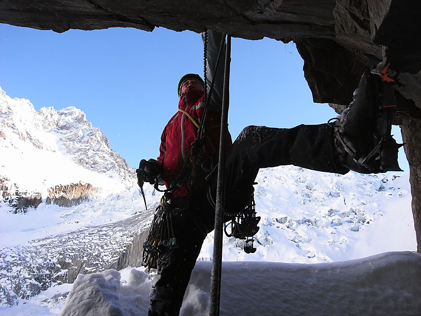 Pete Benson leaning out to battle with the final pitch of Captain Caveman, 149 kb