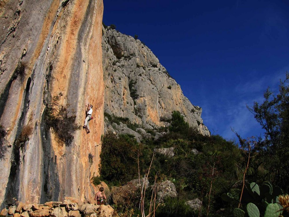 Redpoint of Magic Flute at Bernia on the Costa Blanca (climber Mark Glaister), 188 kb