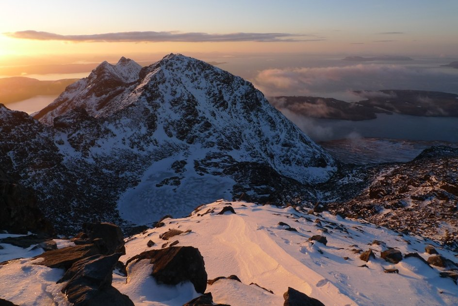 Sunrise from Sgurr Sgumain, 7-15am 2 March 2010, 117 kb