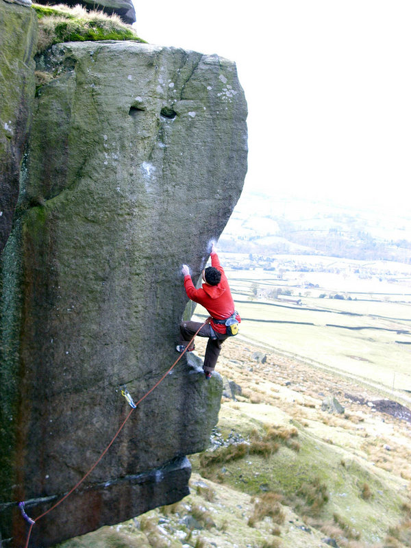 Jordan Buys attempting 'The Baron of Boing', Earl Crag, Yorkshire, 131 kb