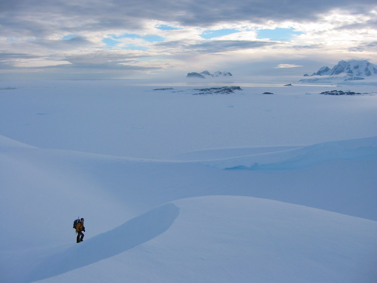 Evening stroll on Reptile Ridge above Rothera, 133 kb