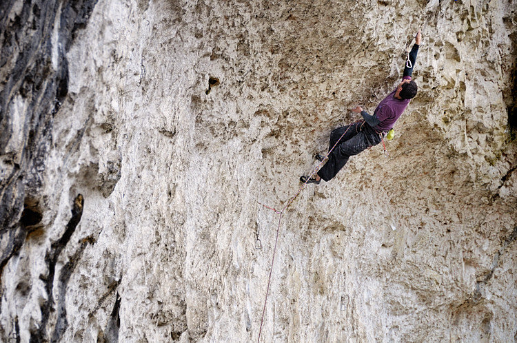 Malcolm Smith on Rainshadow F9a at Malham, 167 kb