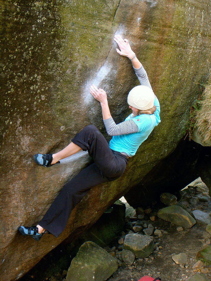 Katy Whittaker climbing Brad Pit (Font 7C+) at Stanage, 207 kb