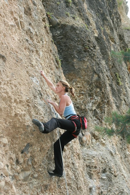 Jenny Ibbertson on a 7a at Rue De Masque, 136 kb