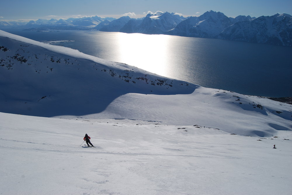 Skiing down Uløya, the Lyngen peninsular in the background, Nord Troms, Arctic Norway., 82 kb