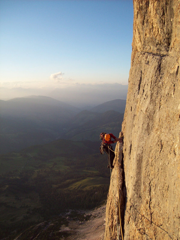"Joe Harrison seconding the 'flake traverse' on the ""Grand Muro"" (VII-)  , 113 kb"