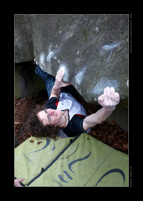 Adam Ondra cranking easily up a 7C problem in Petrohrad, 86 kb