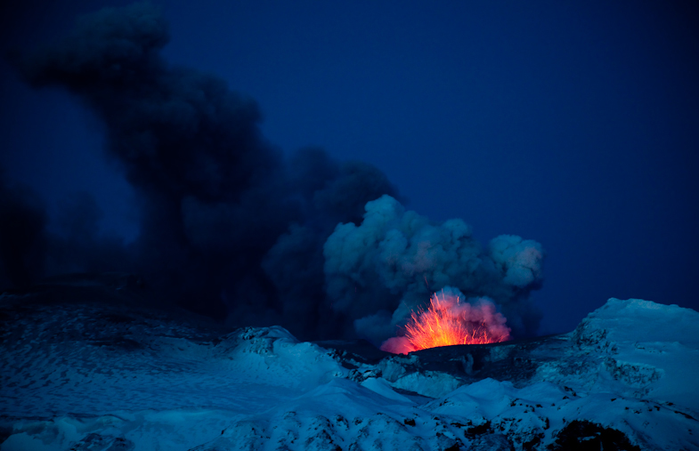 The second and most powerful Icelandic eruption at Eyjafjallajokull Glacier. , 222 kb
