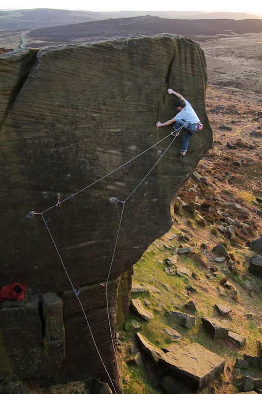 Neil Kershaw on Braille Trail E7, Burbage, 122 kb