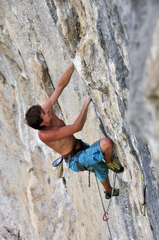 Looking to establish the jugs off the flake crux holds of Singularity, 224 kb