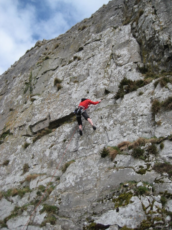 Climbing on Robin Proctor/ Norber Scar, 143 kb