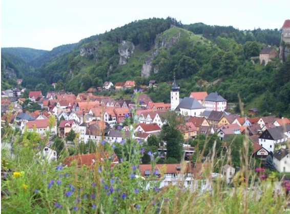 The beautiful village of Pottenstein in the heart of the Frankenjura, 179 kb