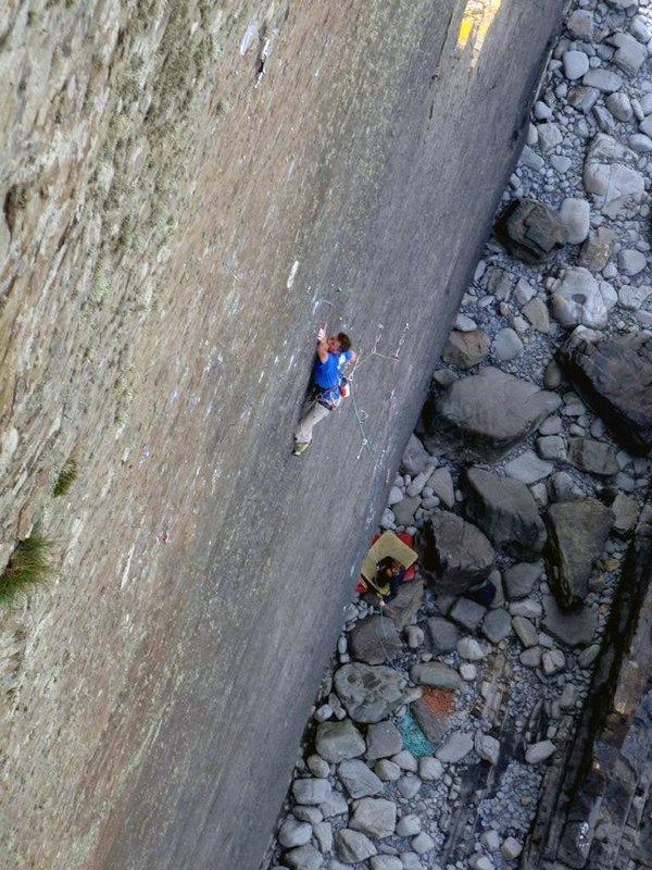 Dave Birkett on The Walk of Life, 147 kb