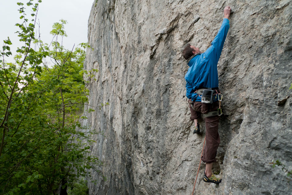Jack Geldard climbing a classic 7a+ in the Stretchman Jacket at a windy Freyr, Belgium, 187 kb