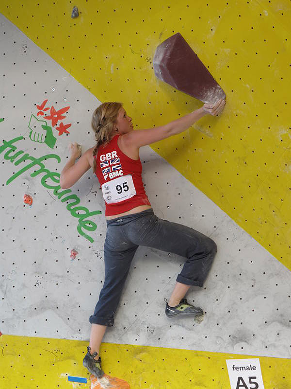 Mina Leslie-Wujastyk in the qualifiers of the bouldering world cup 2010 Vienna, 107 kb