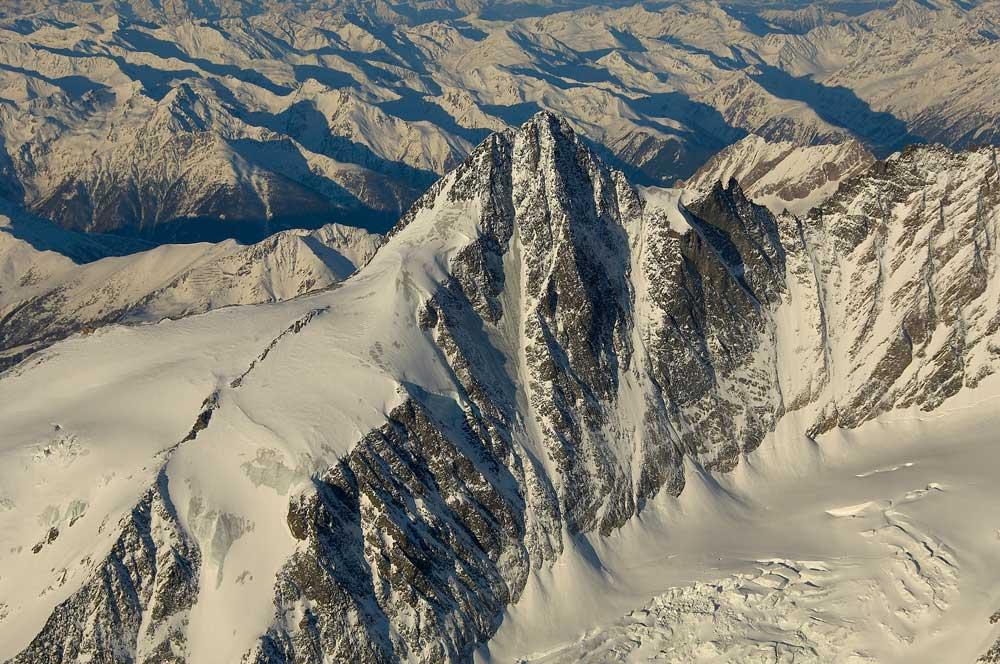 GLOSSGLOCKNER, 3798 m (AUSTRIA) N 47 05 49 E 12 44 35 (taken at 4111 m ) , 131 kb