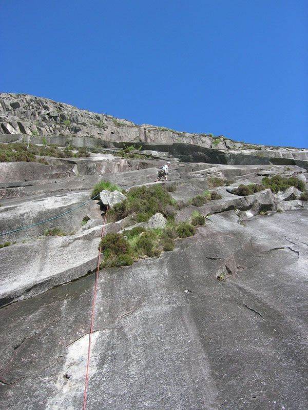 Martin Dixon leading Spartan Slab just before the rockfall., 127 kb