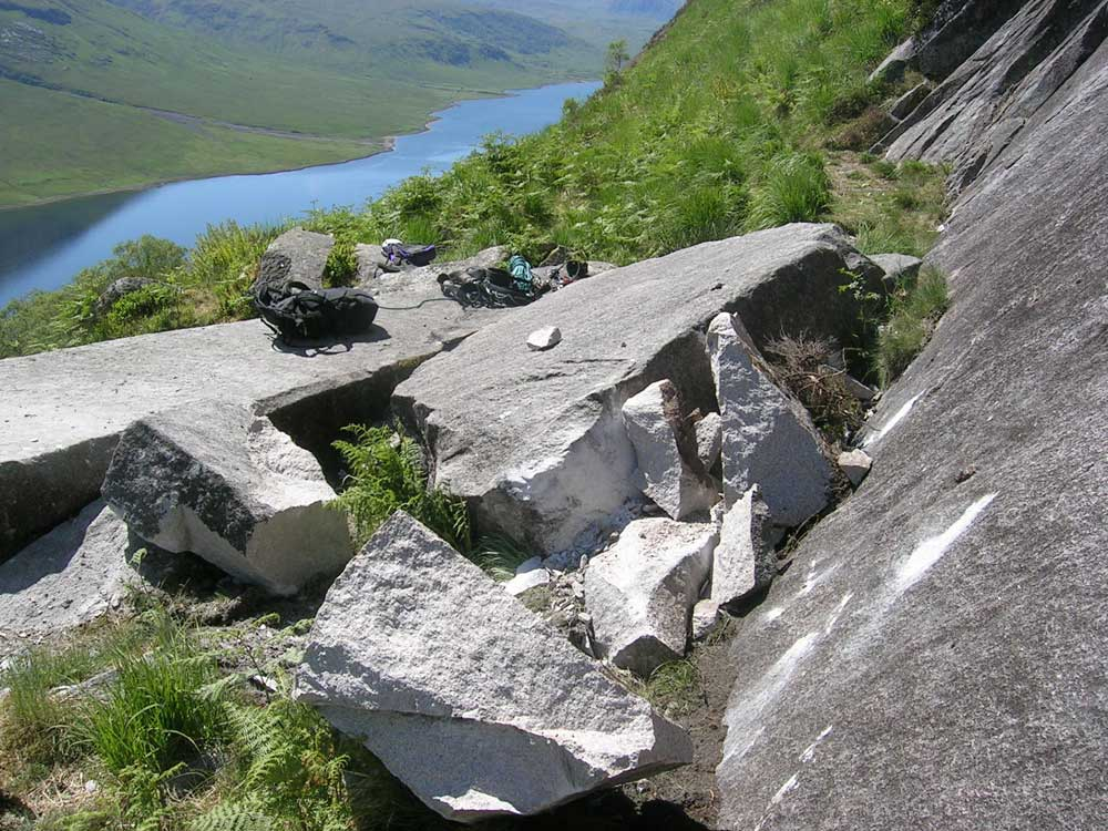 Huge rocks smashed in to the Coffin Stone on the Etive Slabs, 144 kb