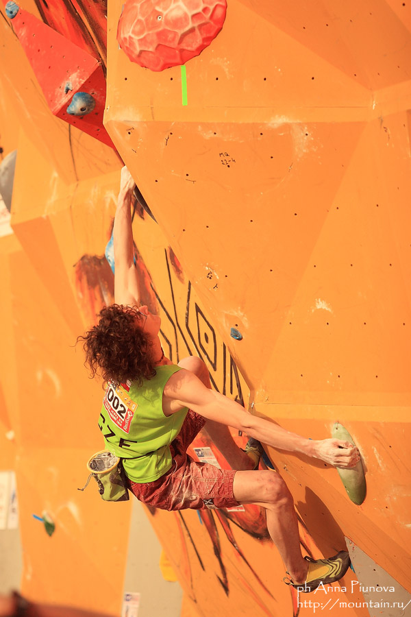 Adam Ondra competing in the final round at the Moscow WC, 119 kb
