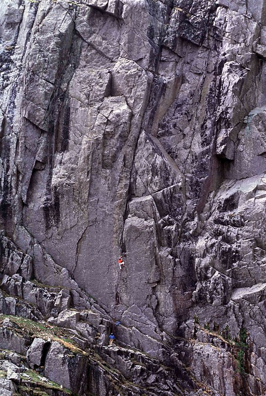 Dave Birkett on Welcome to the Cruel World (E9), Scafell East Buttress, 175 kb