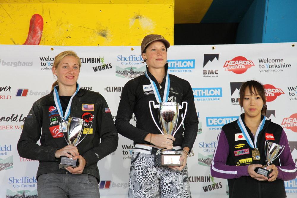 Women's podium: 1st Chole Graftiaux (centre), 2nd Alex Johnson (left) and 3rd Akiyo Noguchi (right), 143 kb
