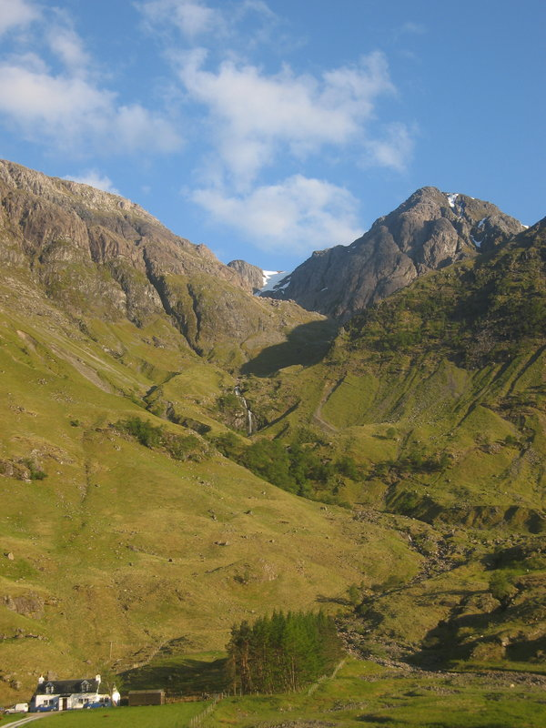 Steep ascent to the west Face of Aonach Dubh, Glencoe, 109 kb