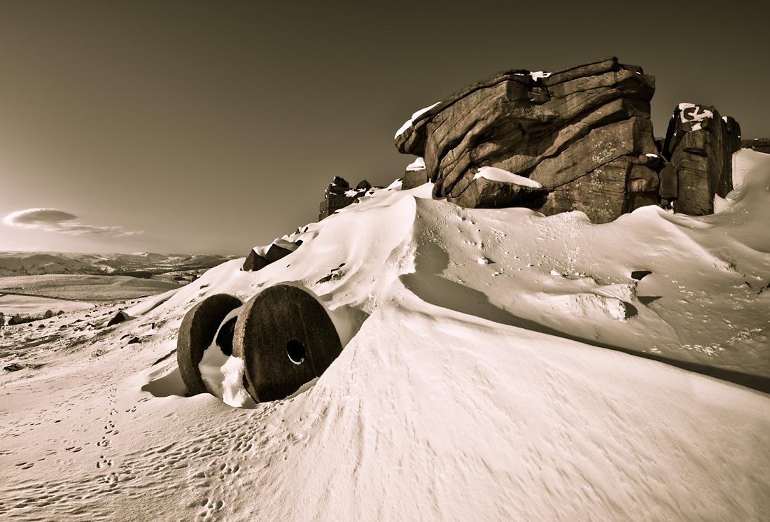 Deep Winter. Stanage Apparent North, 238 kb