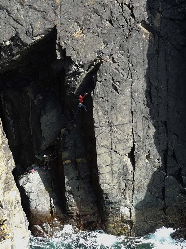 Jack Geldard - all legs and arms - squashed in to the wet corner of Behemoth (E2), Gurnard's Head., 143 kb